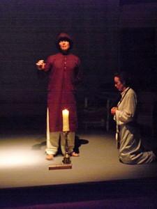 Nivedita kneeling ar Vivekananda's feet